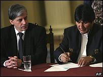 Evo Morales, y el vice-presidente Garc�a Linares, enfrentarán el referendum revocatorio del 10 de agosto junto a los nuevo gobernadores departamentales de Bolivia