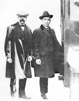 Vanzetti y Sacco encadenados el 9 de abril de 1927, yendo hacia el tribunal que los condenará a muerte