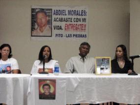 """Los familiares de las """"victimas invisibles"""" hablan (Foto Indymedia-PR)"""