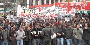 """Miles de manifestantes gritan """"No pagaremos por la crisis que ellos (los ricos) crearon"""""""