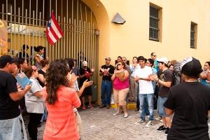 Los estudiantes de la Escuela de Artes Plásticas en paro y protestando los efectos de la Ley 7.