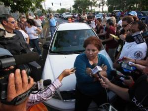 """Madre de estudiante huelguista, protesta """"Son nuestros hijos y es nuestra univerisdad"""""""