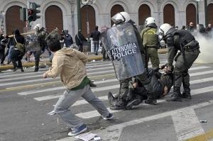 Tanto en Grecia como en los demás países de la UE, la lucha de clases juega un papel determinante en quién habrá de pagar la crisis.