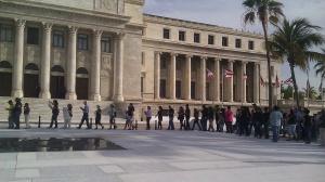 Trabajadores sociales protestan frente al Capitolio.