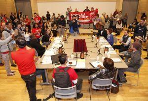 Estudiantes ocupan oficinas de la Junta de Síndicos de los Colegios Universitarios de San Francisco en un intento por salvarla.
