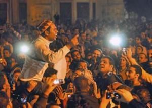 Manifestantes anti-Morsi se unen a las afueras del palacio presidencia (Foto Jonathan Rashad)